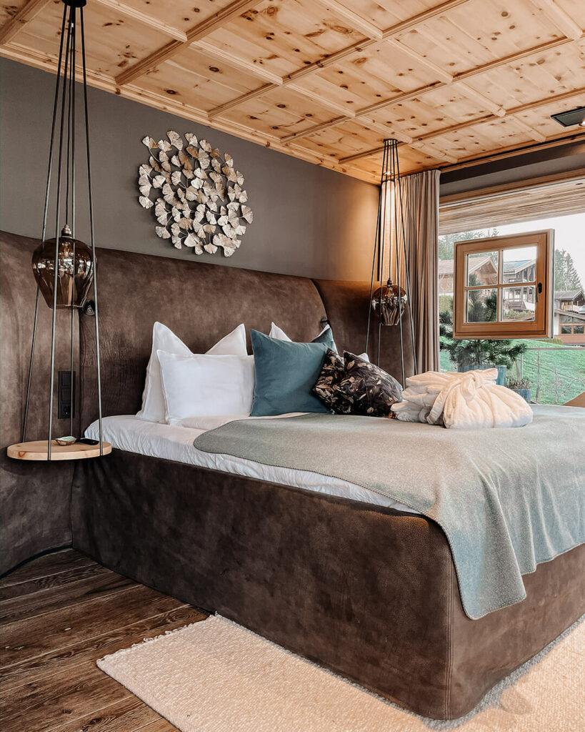hotels-in-heaven-senhoog-leogang-master-bedroom-bed