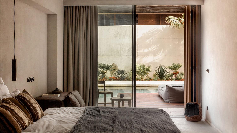 oku_ibiza_swim_up_room_bedroom