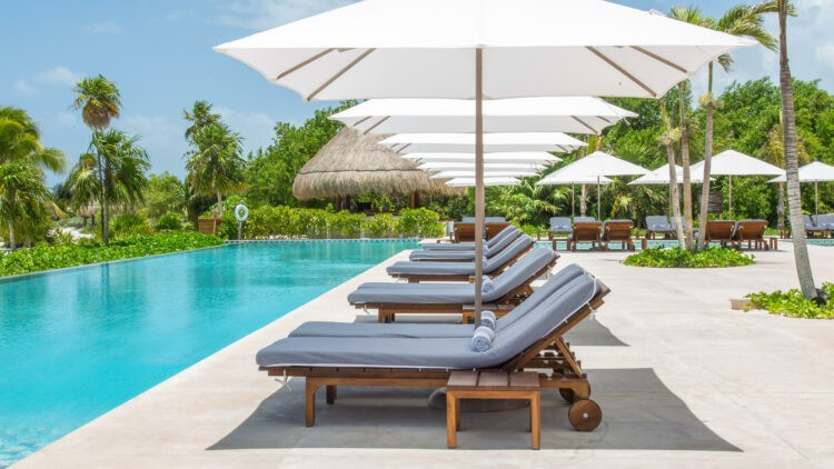 Chablé_Maroma-pool-loungers