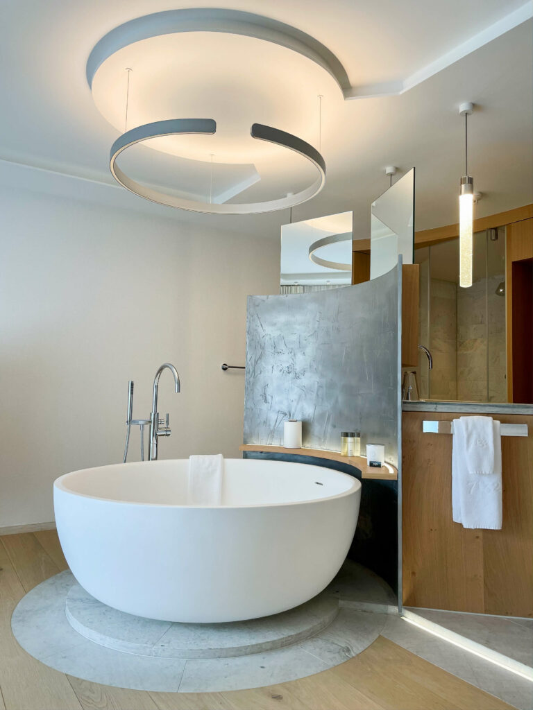 hotels_in_heaven_7132_accommodation_spa_suite_bath