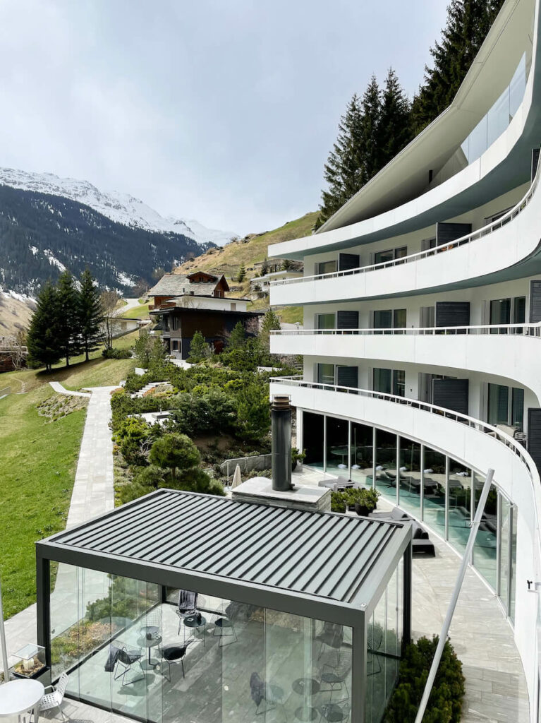 hotels_in_heaven_7132_accommodation_spa_suite_view