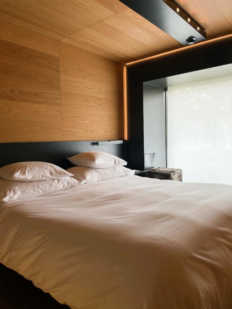 hotels_in_heaven_7132_accommodation_thom_mayne_bed_wood_jpg