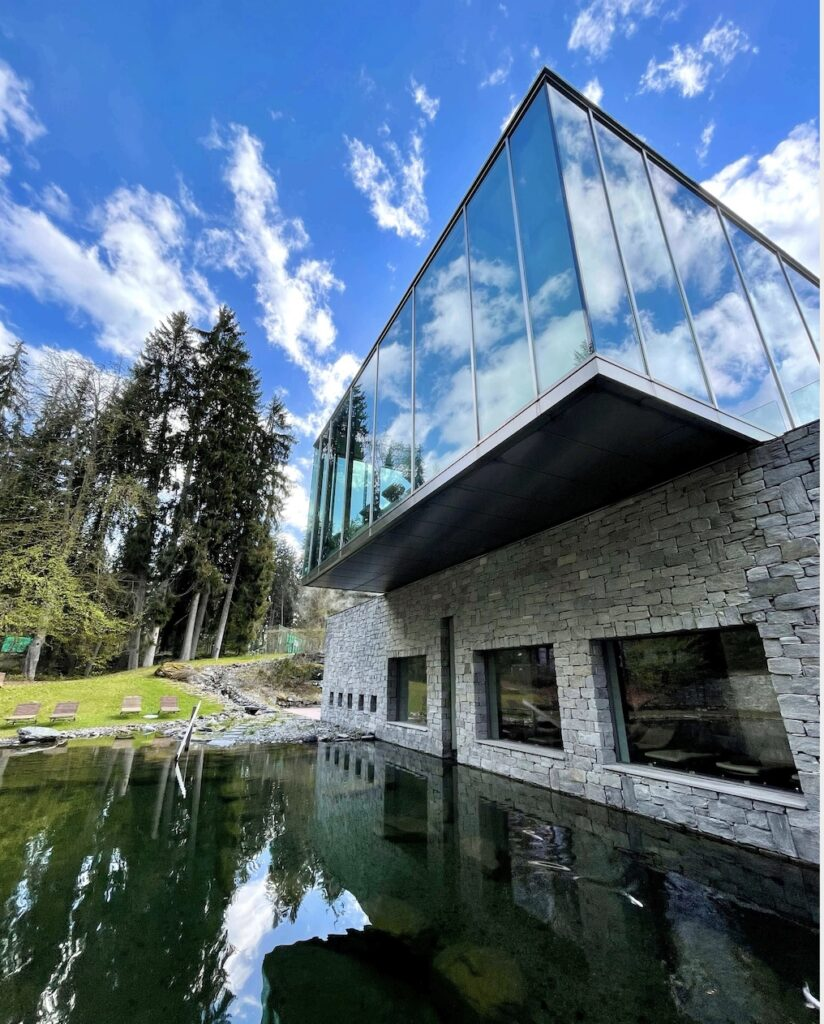 hotels_in_heaven_waldhaus_flims_glass_cube