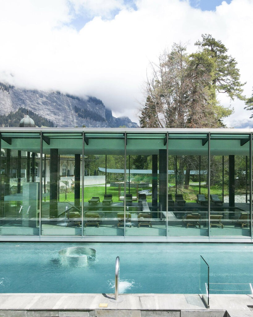 hotels_in_heaven_waldhaus_flims_outdoor_pool_view