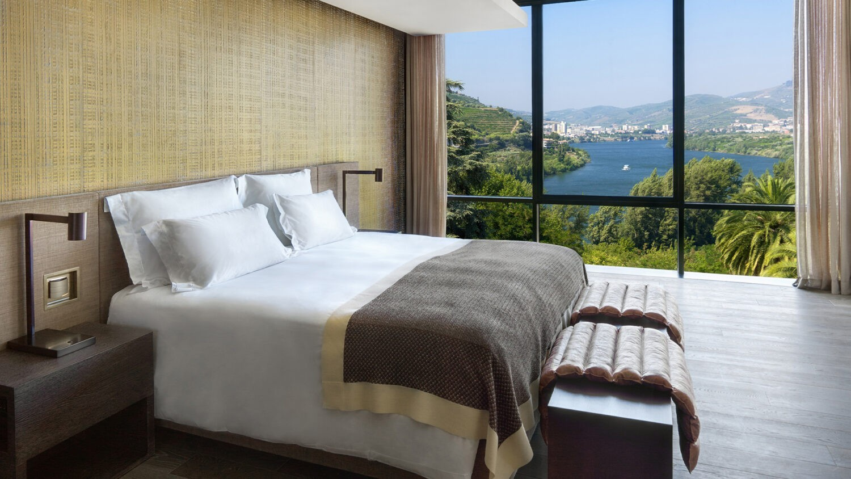 Six_Senses_Douro_Valley-Quinta_panorama_suite_bedroom