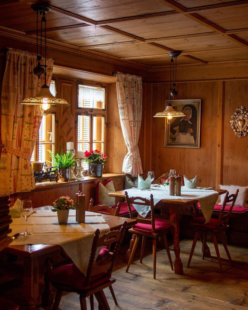 hotels_in_heaven_arlberg_lech_stube_1