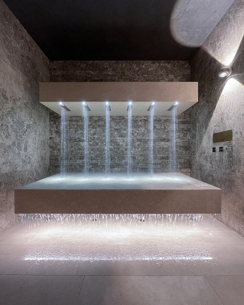 hotels_in_heaven_horizontal_shower