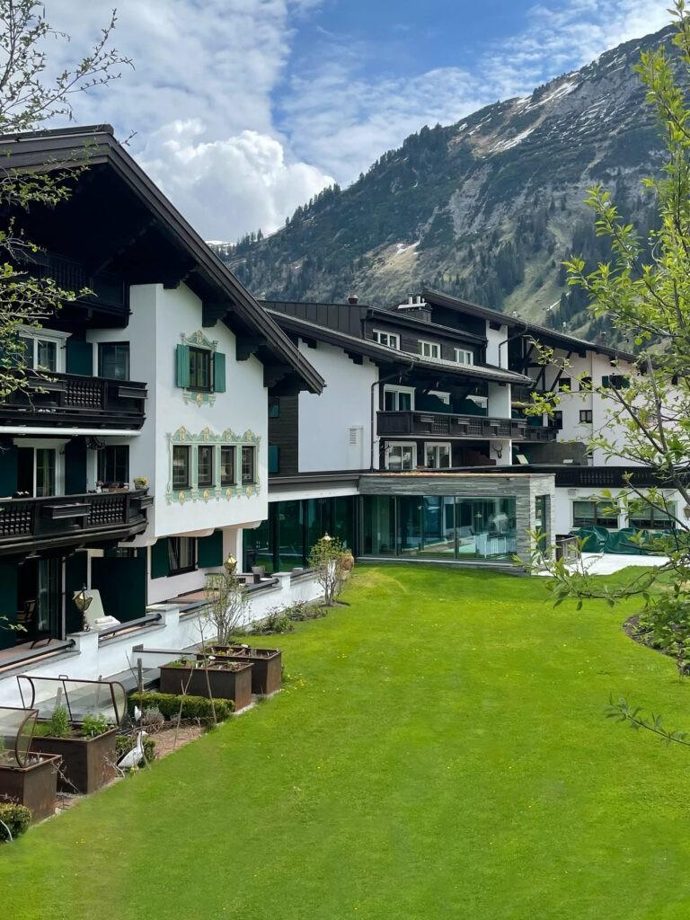 hotels_in_heaven_outside_location_jagthaus