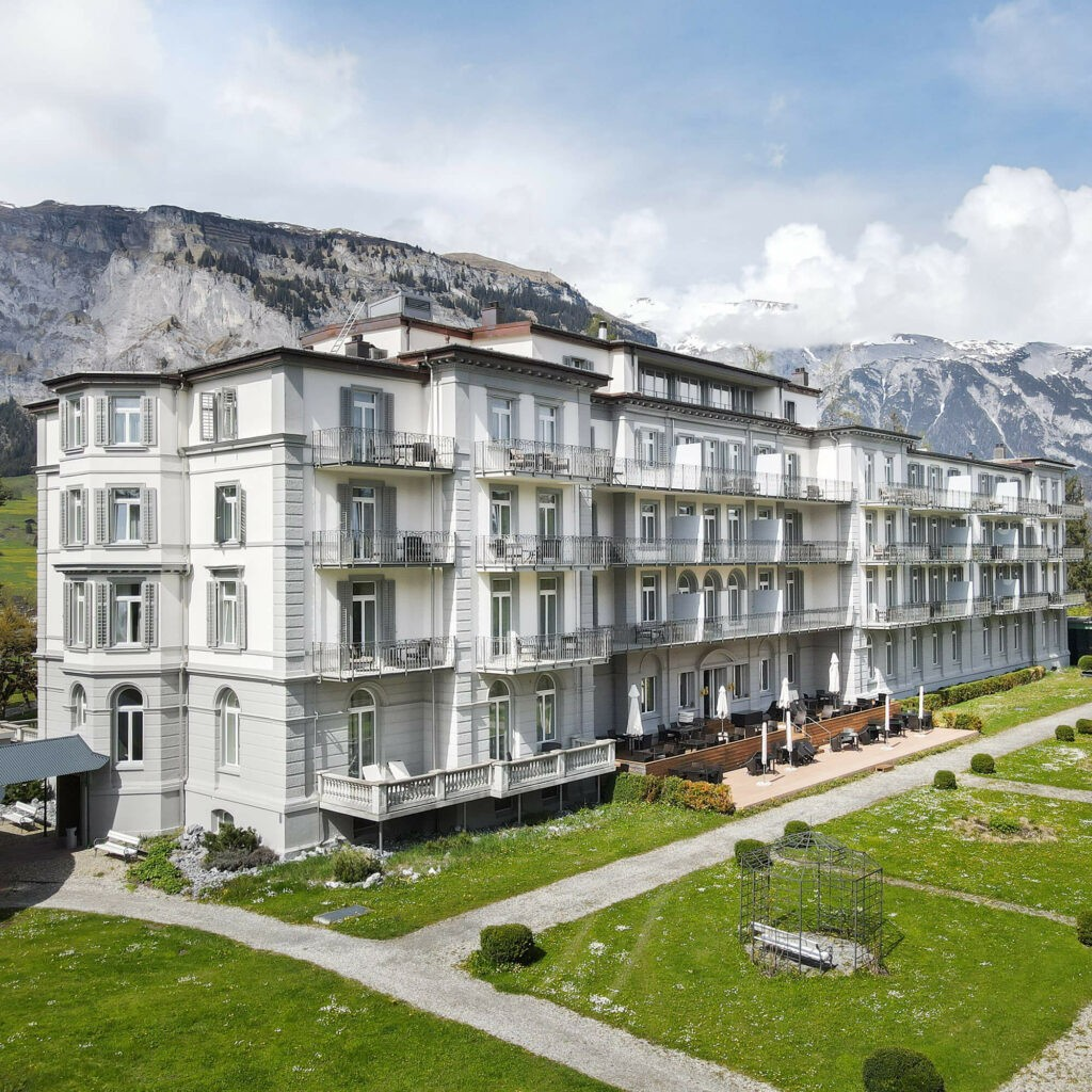 hotels_in_heaven_waldhaus_flims_building_outside