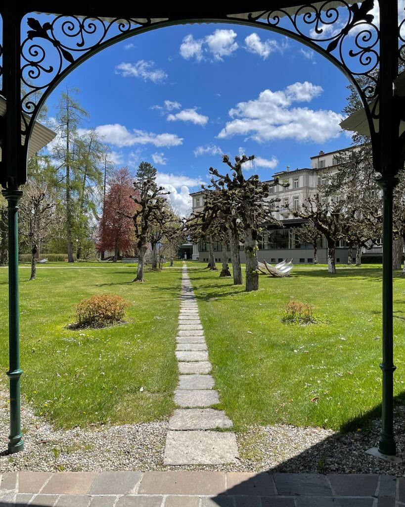 hotels_in_heaven_waldhaus_flims_garden_1
