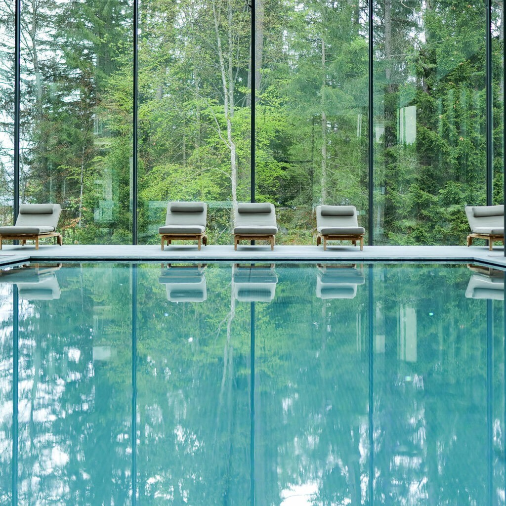 hotels_in_heaven_waldhaus_flims_indoor_pool_glass_cube