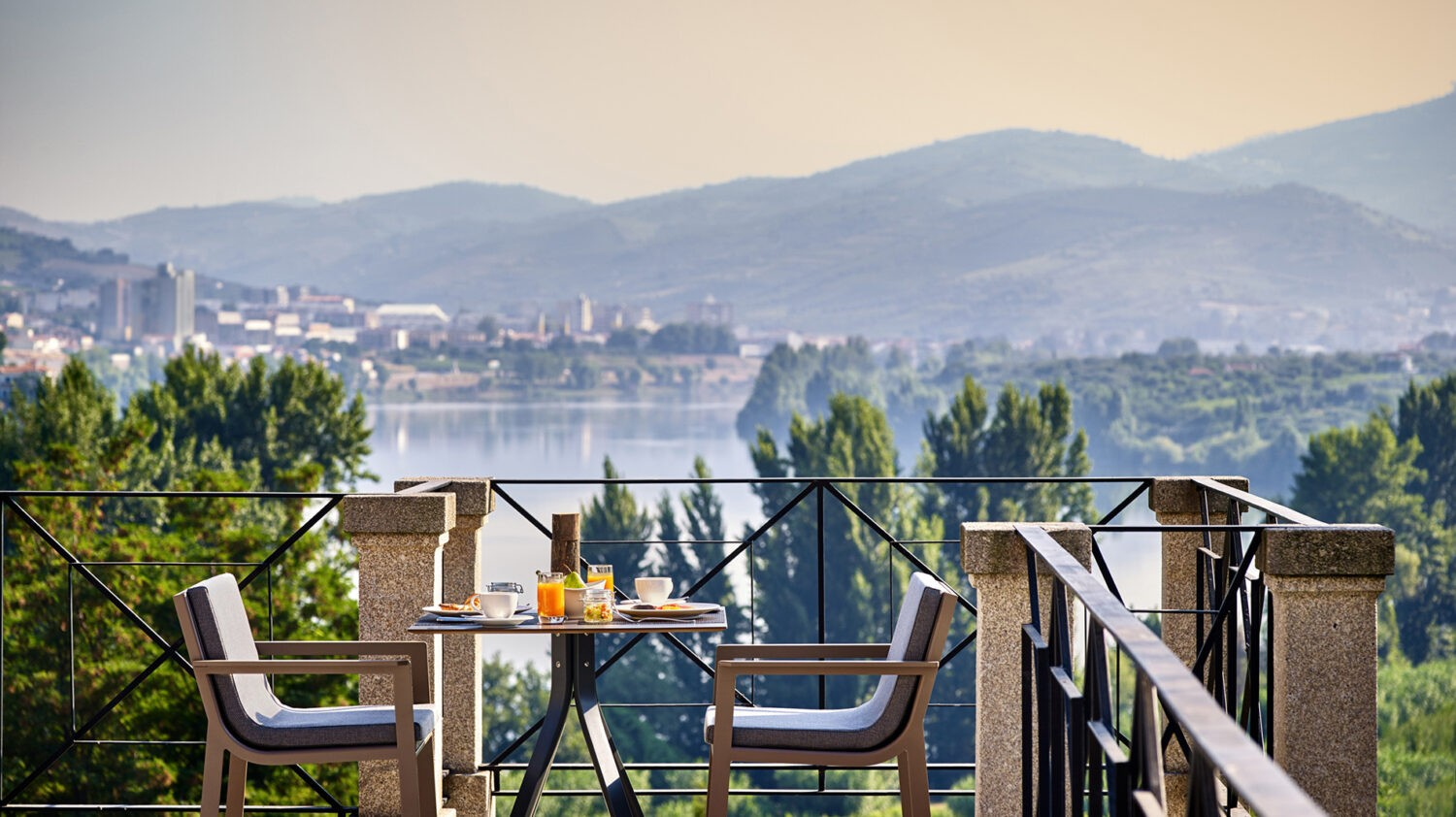 Six_Senses_Douro_Valley-Breakfast_with_a_view