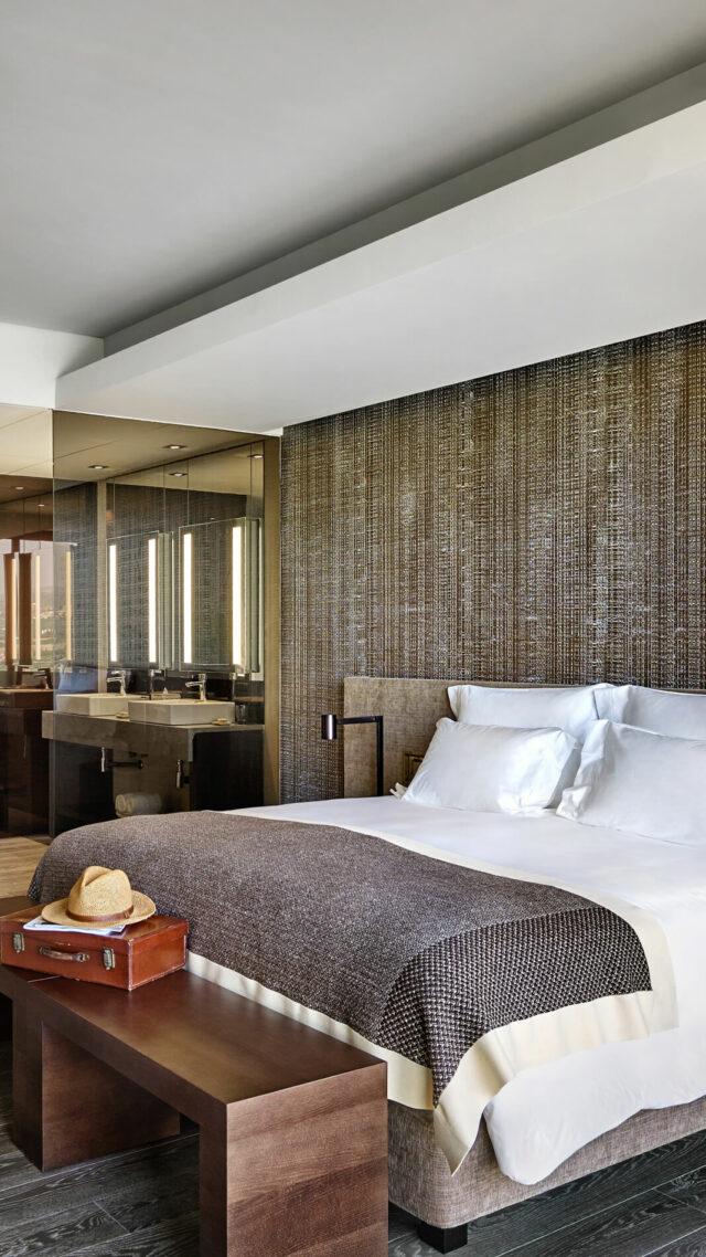 Six_Senses_Douro_Valley-Panorama_suite_bedroom_mobile