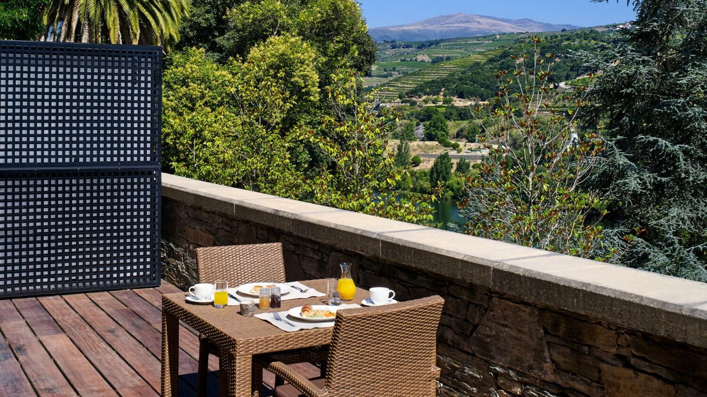 Six_Senses_Douro_Valley-Quinta_river_breakfast