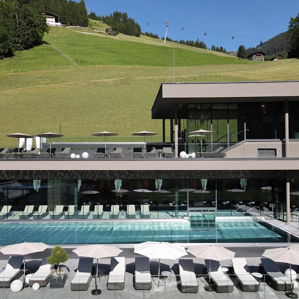 das_edelweiss_salzburg_mountain_resort_location_building_5