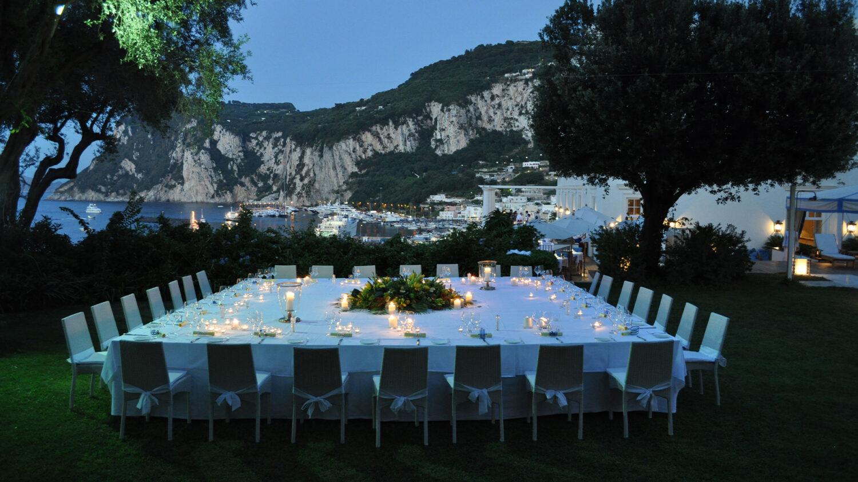 JkCapri_outdoor-dinner