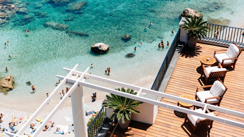 JkCapri_terrace-beach-view