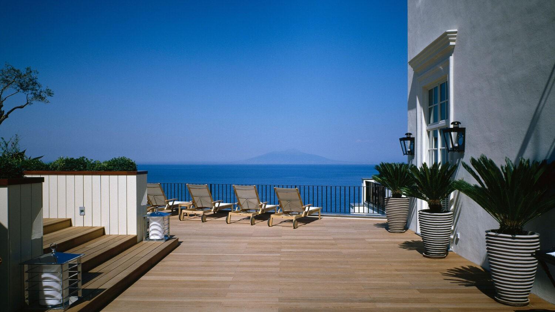 JkCapri_terrace-loungers