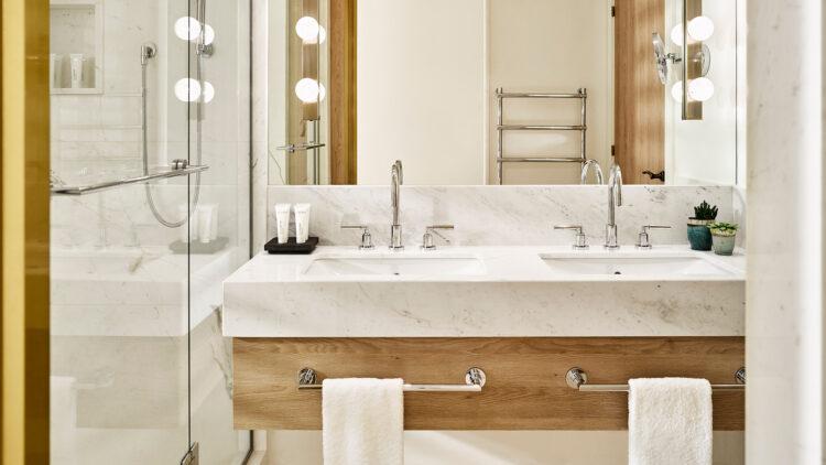 Nobu-Hotel-Ibiza-Bay_Deluxe-Sea-View-bathroom