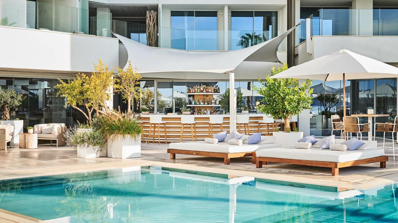 Nobu-Hotel-Ibiza-Bay_Pool-Bar