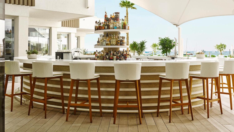 Nobu-Hotel-Ibiza-Bay_Pool-Bar-seats