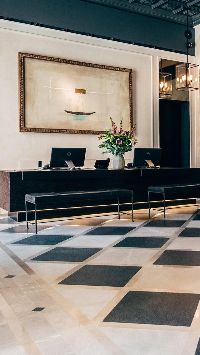 Sant-Francesc-Hotel-Singular_reception-mobile