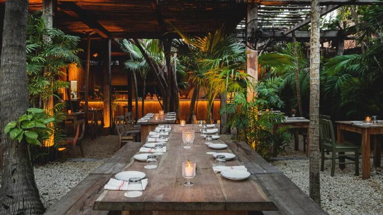 La-Valise-Tulum_restaurant-table