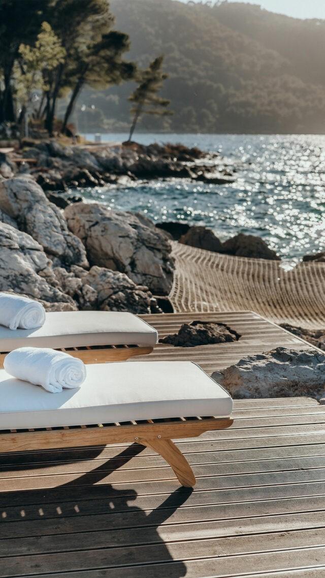 MaslinaResort_loungers-sea-view_mobile
