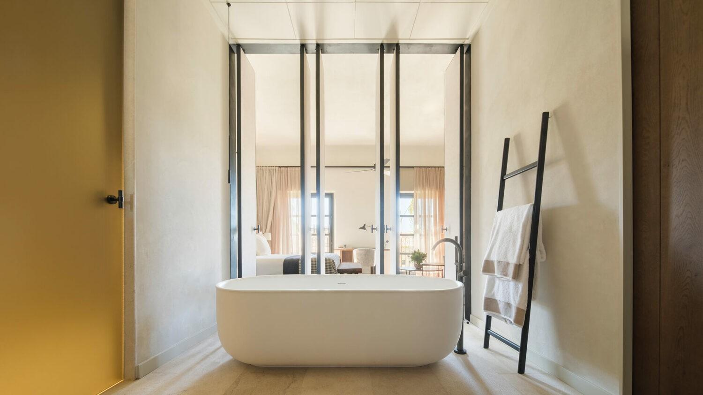 can_ferrereta_bath_tub