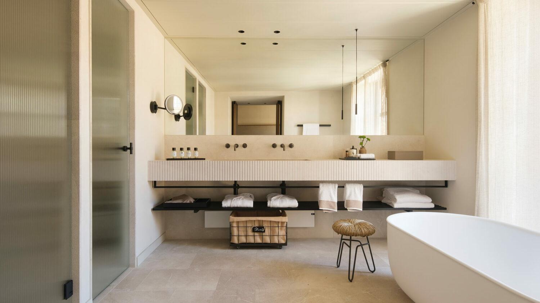 can_ferrereta_bathroom_view_bath_tub_mirror