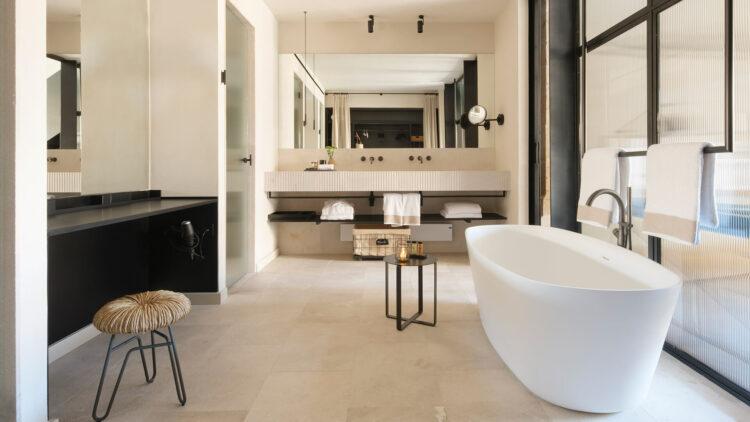 can_ferrereta_bathroom_view_deluxe_room