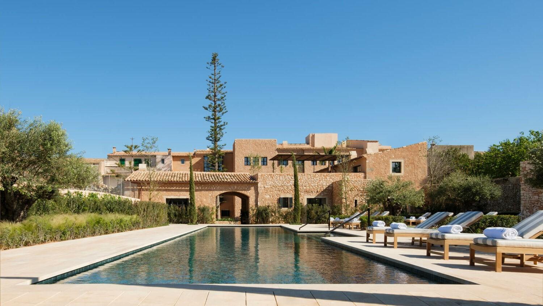 can_ferrereta_hotel_pool