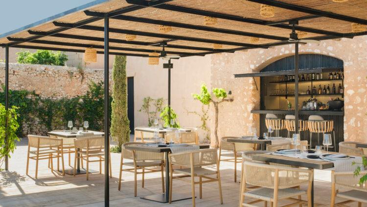 can_ferrereta_outside_area_restaurant