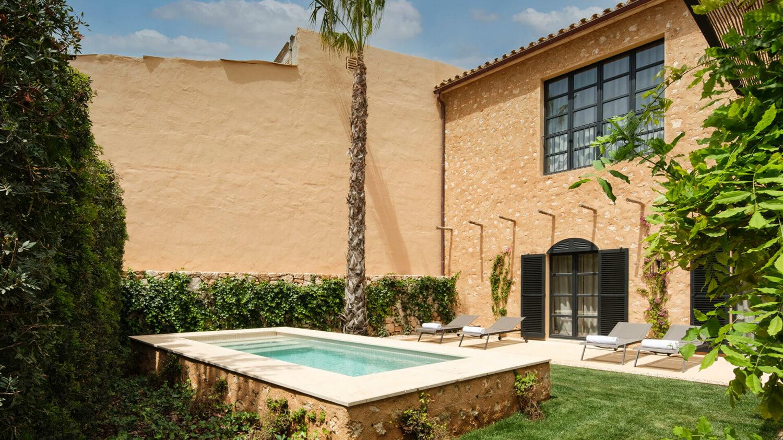 can_ferrereta_outside_private_pool