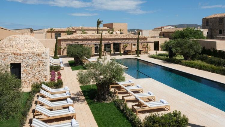 can_ferrereta_pool_overview_main_area_hotel_mallorca