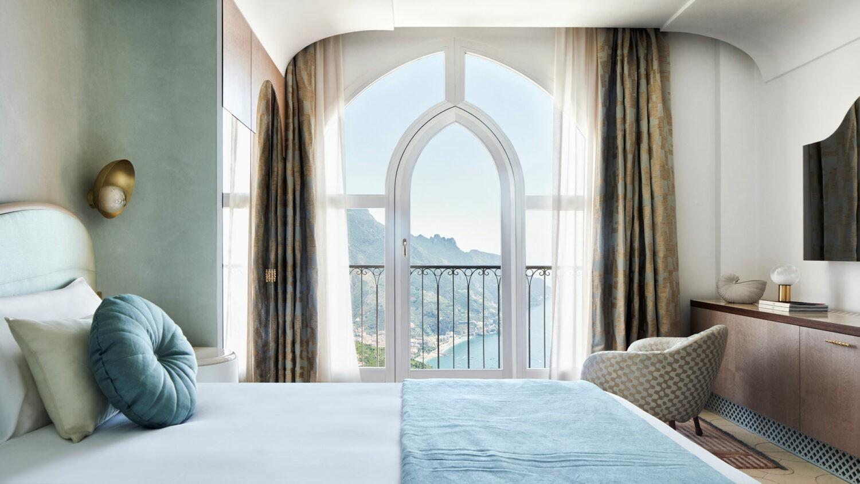 Palazzo_Avino-Aquamarine-Deluxe-Sea-View-bed