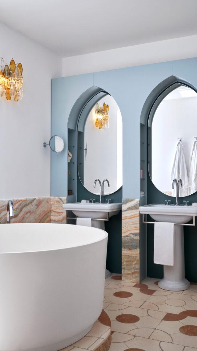 palazzo_avino_bathroom_blue_mirror_mobile